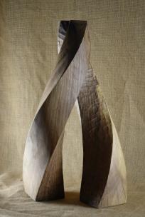 2018.22 Bruno Bienfait, entrelacement, noyer, h 54 cm.