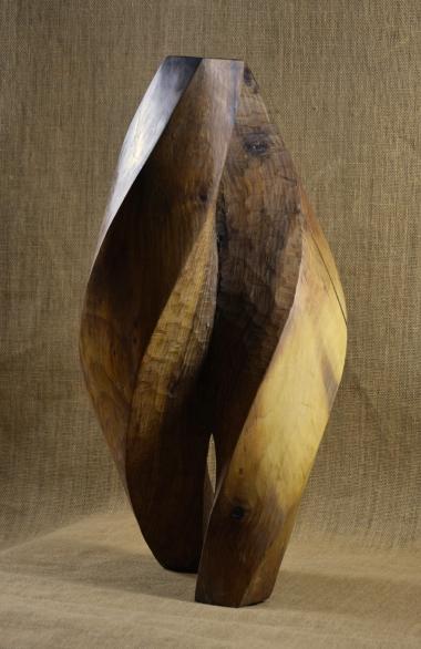 2018.23 Bruno Bienfait, noyer, h 52 cm.