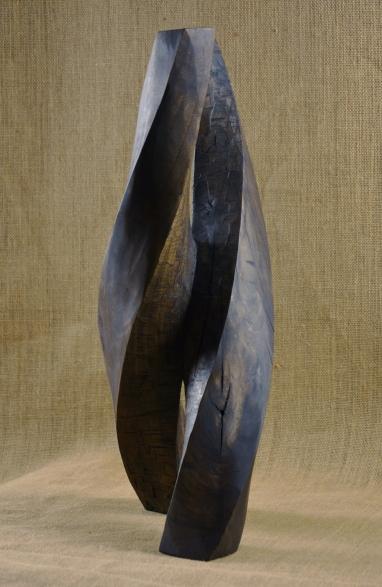 2018.24 Bruno Bienfait, noyer, h 52 cm.